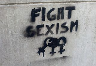 Fight_sexism_graffiti_in_Turin_November_2016.jpg